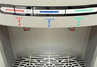 מתקן שתייה בשיטת ייצור אוסמוזה הפוכה.